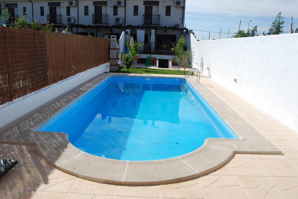 Precio piscinas poliester perfect piscinas de polister for Precio piscinas poliester baratas